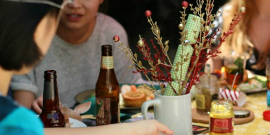 10 awkward things you shouldn't talk about at dinner