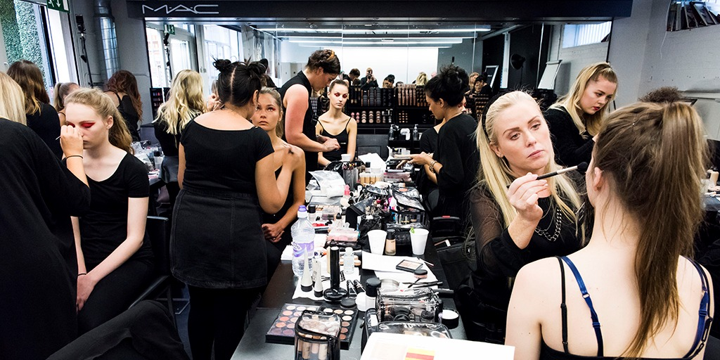 how to become a mac cosmetics makeup artist