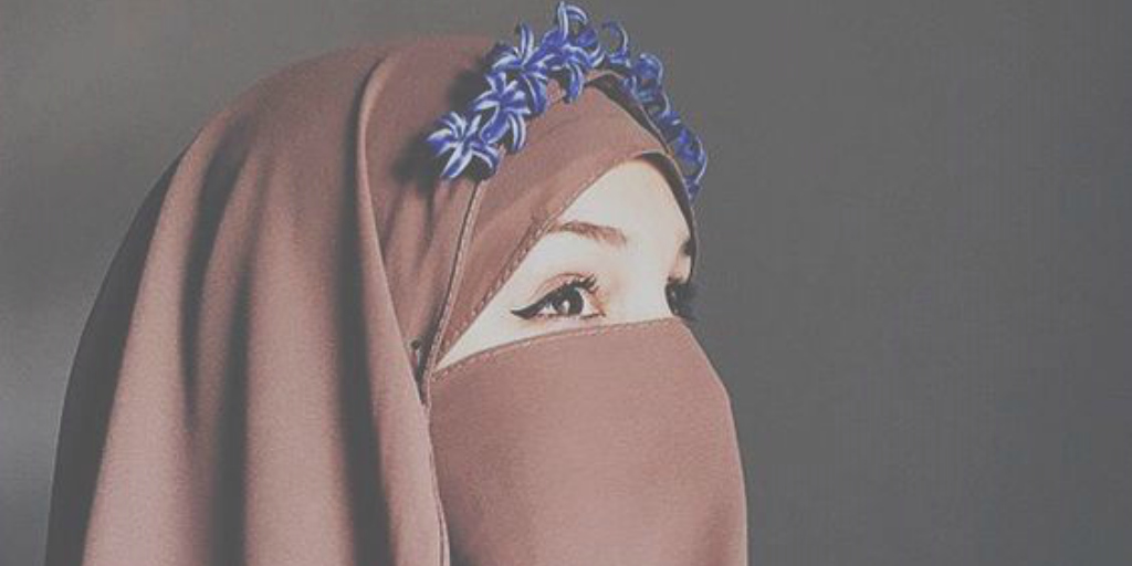 niqabi brown blue flowers