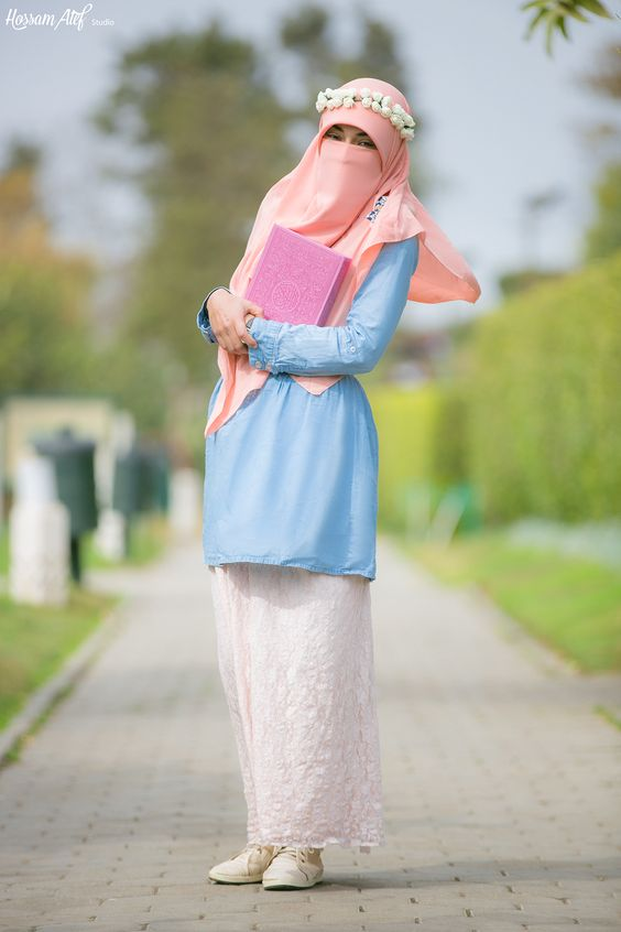 niqabi in tunic with flowers