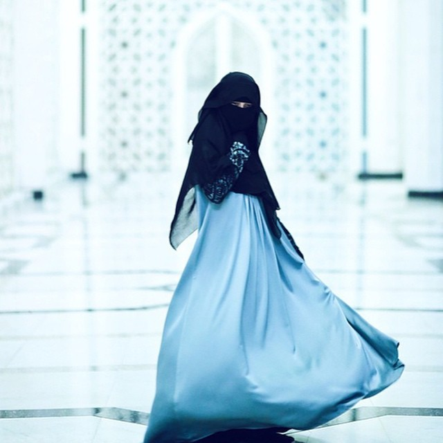 niqabi in blue