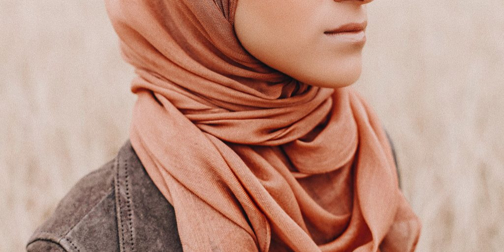[Image description: Journalist Zara Asad (@zaraasad) in Sadoq scarf.] Property of the author.