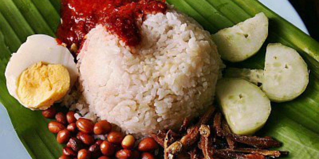 [Image Description: Nasi Lemak presented on a leaf.]
