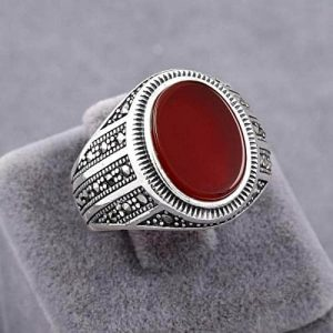 An Aqeeq or Agate stone on a sterling silver ring