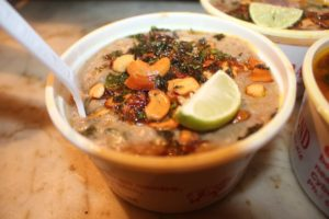 Image of Haleem topped with a slice of lime.