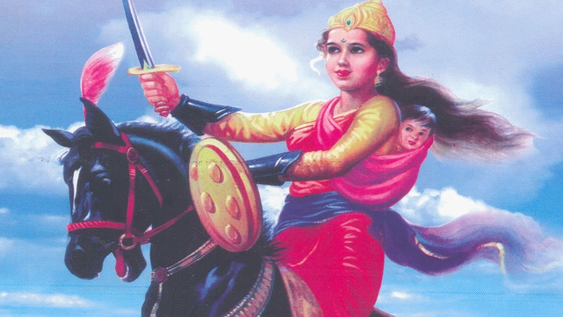 A painting of the queen of Jhansi riding a horse. She has her son strapped behind her back as she wields a sword in the air.