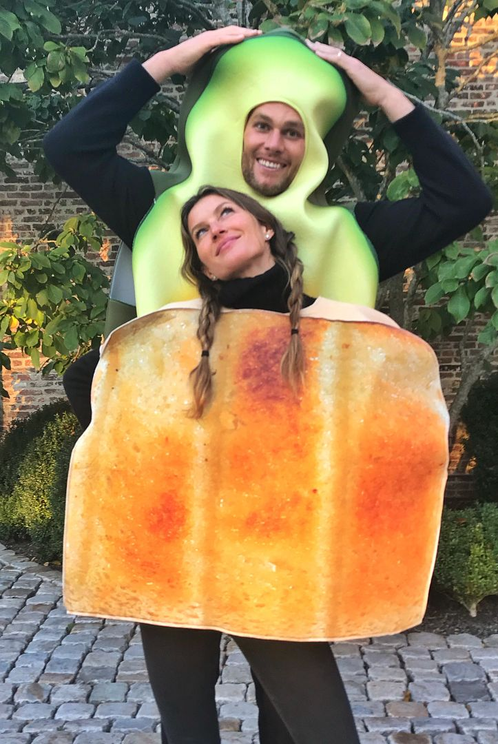 Tom Brady and Gisele Bündchen, the cute couple, are dressed as Avocado Toast. Gisele is the toast wearing a picture of one on her shoulder, as Tom stands behind her dressed as a giant avocado.