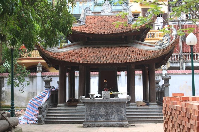 [Image description: The Hai Ba Temple in Hanoi, dedicated to the Trung sisters.] Via chickhistory.org